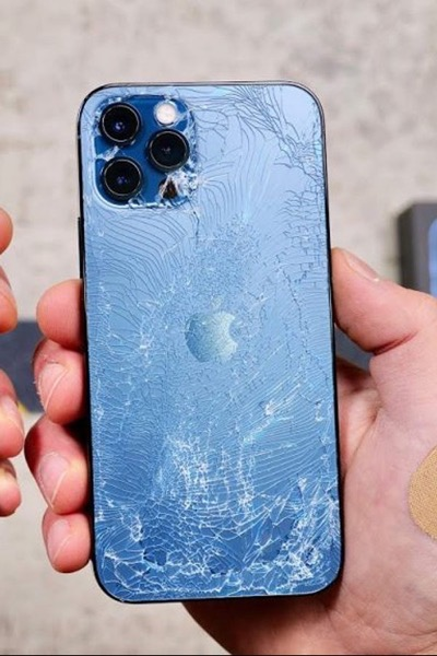 cracked iphone glass - common issues